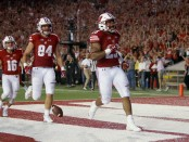 Wisconsin Badgers running back Jonathan Taylor scores a touchdown against the Western Kentucky Hilltoppers