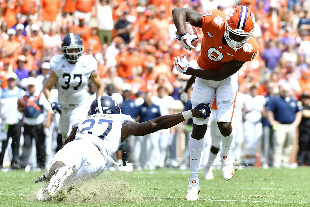 Clemson Tigers wide receiver Justyn Ross escapes a tackle during a touchdown reception against the Georgia Southern Eagles