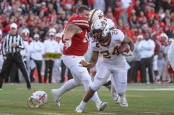 Minnesota Golden Gophers running back Mohamed Ibrahim rushing the ball against the Nebraska Cornhuskers