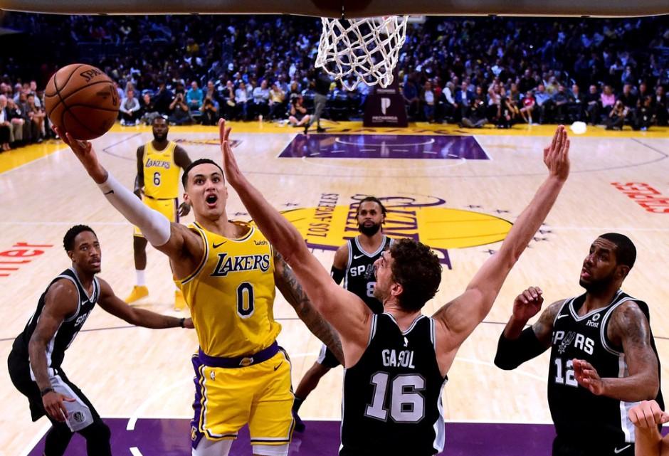 Los Angeles Lakers power forward Kyle Kuzma scores against the San Antonio Spurs
