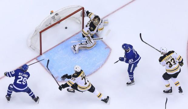 Toronto Maple Leafs center William Nylander scoring a goal against the Boston Bruins