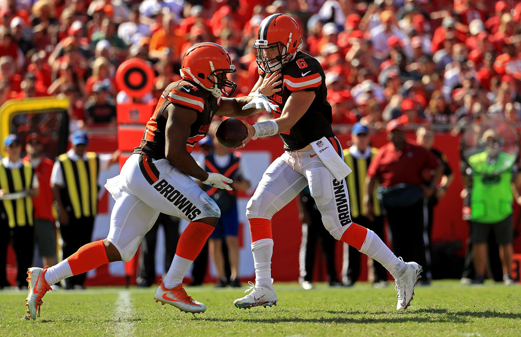 Cleveland Browns quarterback Baker Mayfield hands the ball off to Nick Chubb against the Tampa Bay Buccaneers