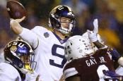 LSU Tigers quarterback Joe Burrow attempts a pass against the Mississippi State Bulldogs