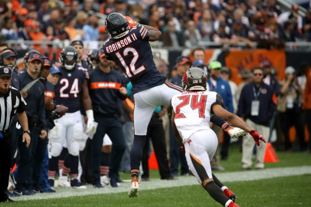 Chicago Bears wide receiver Allen Robinson makes a reception against the Tampa Bay Buccaneers