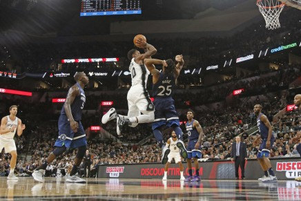 Spurs defeat Raptors in first meeting since July blockbuster