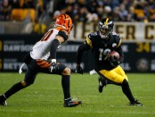 Pittsburgh Steelers wide receiver JuJu Smith-Schuster makes a reception against the Cincinnati Bengals