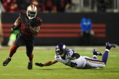 Former San Francisco 49ers running back Reggie Bush rushing the ball against the Minnesota Vikings