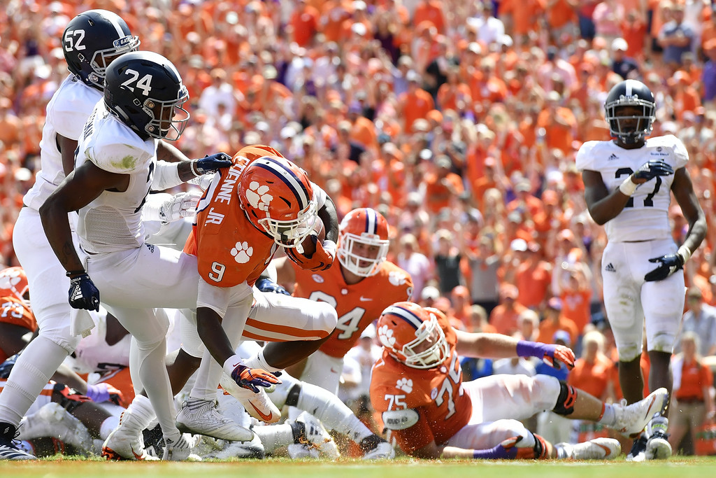 Clemson Tigers running back Travis Etienne rushing for a touchdown against the Georgia Southern Eagles