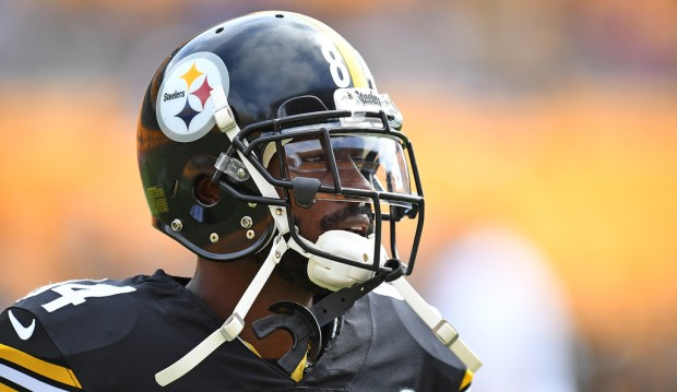 Pittsburgh Steelers wide receiver Antonio Brown warms up before the game with the Kansas City Chiefs