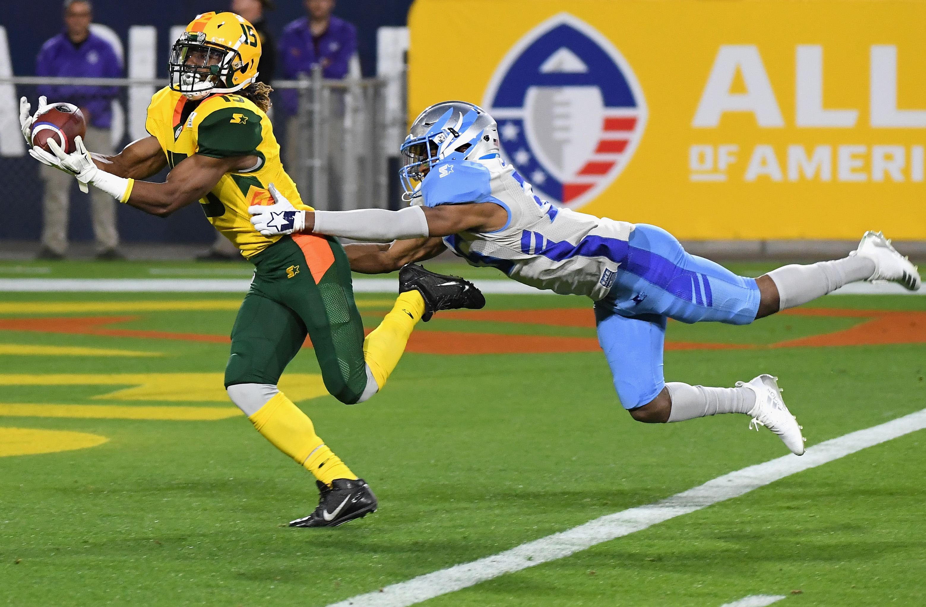 Arizona Hotshots wide receiver Rashad Ross catches a touchdown reception against the Salt Lake Stallions