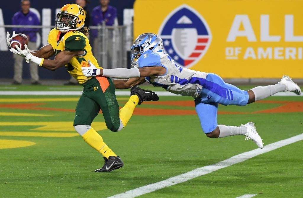 Arizona Hotshots wide receiver Rashad Ross catches a touchdown reception against the Salt Lake Stallions