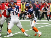 Orlando Apollos running back D'Ernest Johnson runs the ball against the San Antonio Commanders