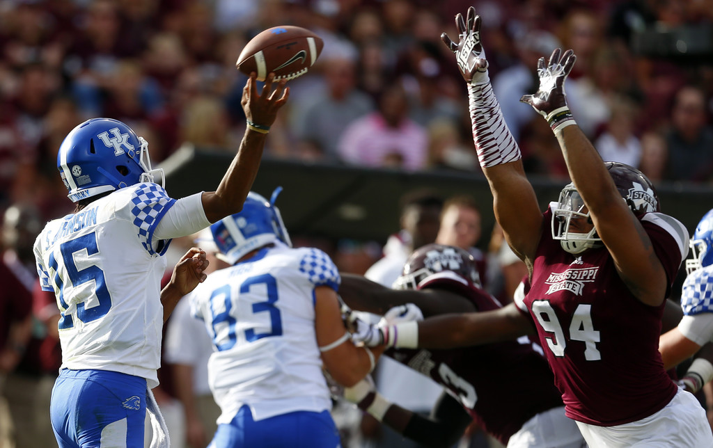 Former Mississippi State defensive end Jeffery Simmons tries to block Stephen Johnson pass against the Kentucky Wildcats