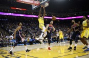 Golden State Warriors forward Kevin Durant dunks the ball against the Washington Wizards