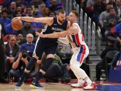 Former Memphis Grizzlies center Marc Gasol posting up Blake Griffin against the Detroit Pistons