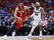Former New Orleans Pelicans forward Nikola Mirotić drives to the basket against the Sacramento Kings