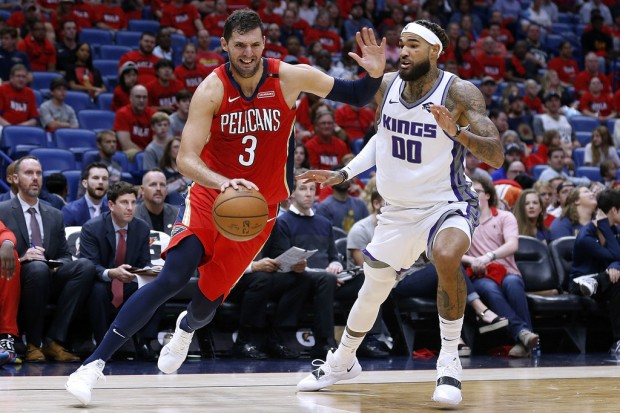 Former New Orleans Pelicans forward Nikola Mirotić drives to the basket against the Sacramento Kings
