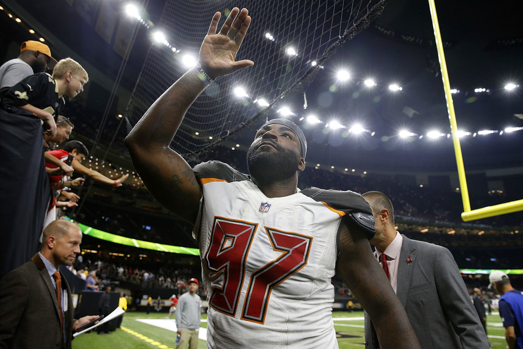 Former Tampa Bay Buccaneers defensive end Vinny Curry waves to the fans as he leaves the field against the New Orleans Saints