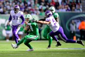 Minnesota Vikings linebacker Anthony Barr attempts to take down Sam Darnold against the New York Jets