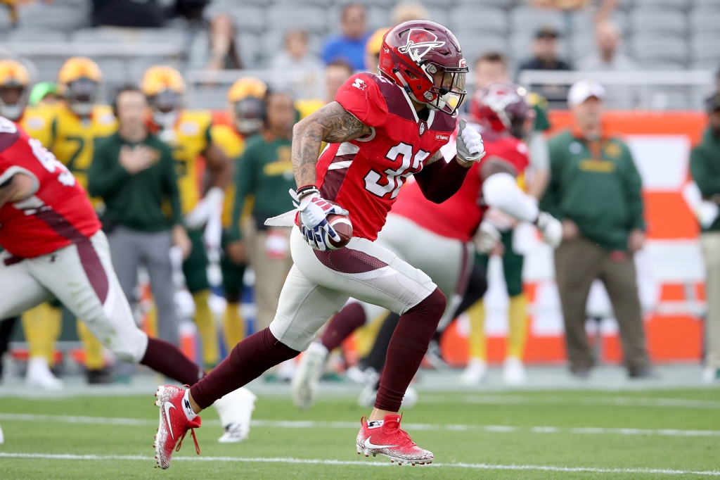 San Antonio Commanders safety Derron Smith runs with the ball after an interception against the Arizona Hotshots