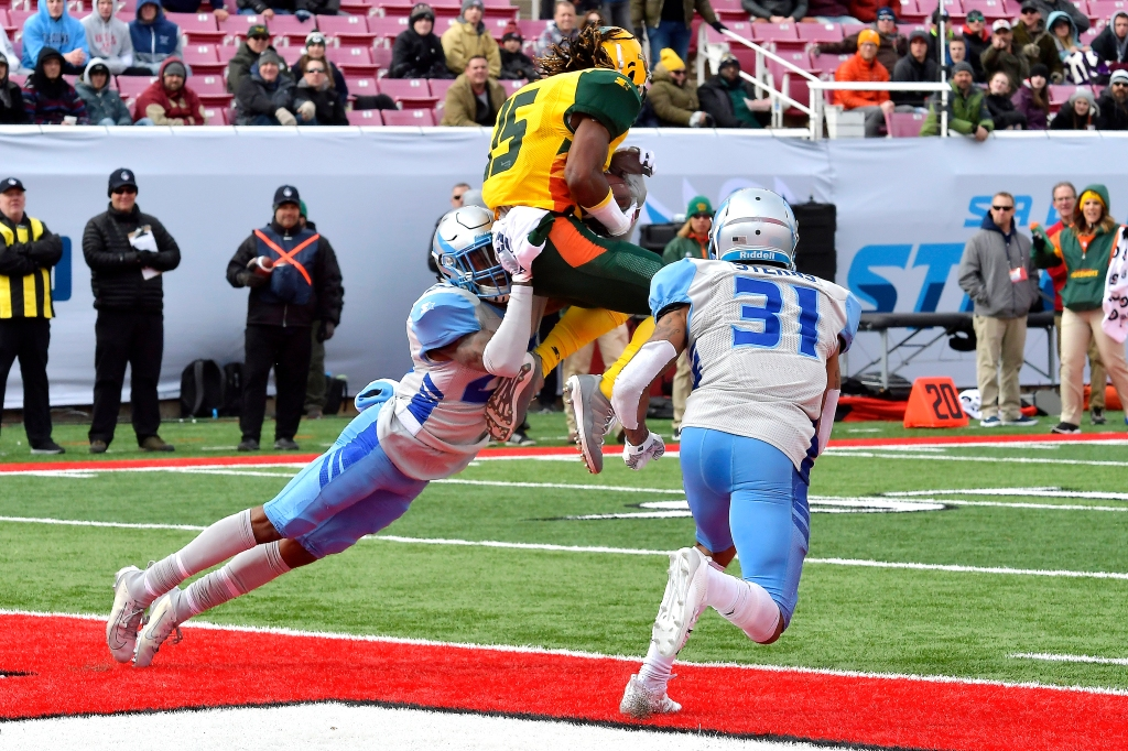Arizona Hotshots wide receiver Rashad Ross catches a touchdown against the Salt Lake Stallions