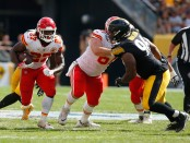Former Kansas City Chiefs running back Kareem Hunt rushing the ball against the Pittsburgh Steelers