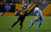 Former Pittsburgh Steelers running back Le'Veon Bell rushing the ball against the Tennessee Titans