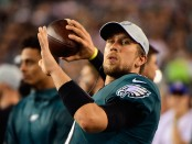 Former Philadelphia Eagles quarterback Nick Foles throws a ball on the sidelines before the game with the Minnesota Vikings