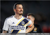 Los Angeles Galaxy star Zlatan Ibrahimović leaves the field against the Chicago Fire