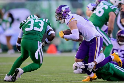Vikings re-sign wide receiver  Thielen to four-yeardeal