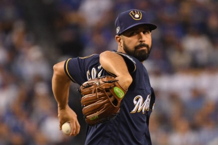 Gonzalez reunited with the Brewers with one-year deal