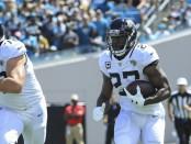 Jacksonville Jaguars running back Leonard Fournette rushes the ball against the New York Jets