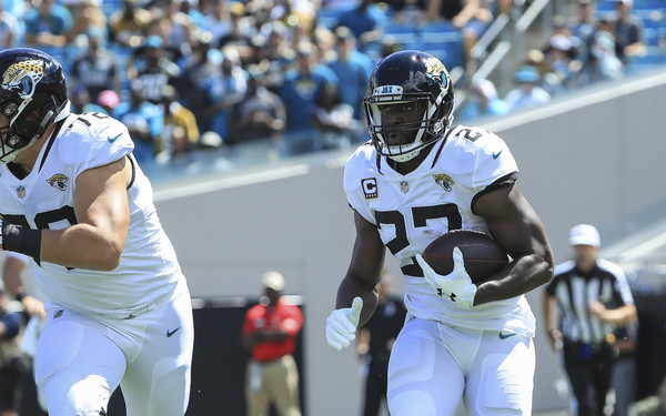 Jacksonville Jaguars running back Leonard Fournette rushes the ball against the New York Jets