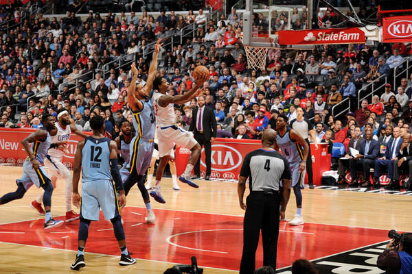 Los Angeles Clippers shooting guard Lou Williams shoots the ball against the Memphis Grizzlies