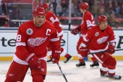 Detroit Red Wings legend Steve Yzerman takes the ice against the Colorado Avalanche during the 2016 Coors Light Stadium Series Alumni Game