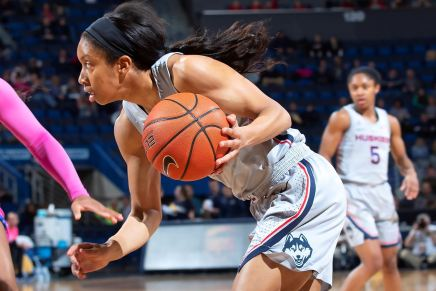 Coombs transfer from UCONN Huskies women's basketball team