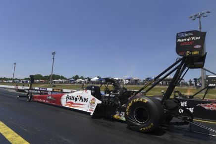 Millican, Kloeber claim first No. 1 qualifier in Virginia in the NHRA