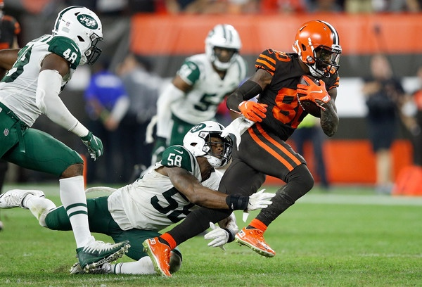 Former New York Jets linebacker Darron Lee attempts to tackle Jarvis Landry against the Cleveland Browns