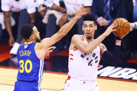 Raptors defeat Warriors despite Curry's career playoff high