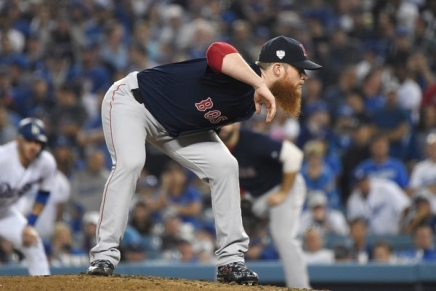 Kimbrel signs multi-year deal with Cubs