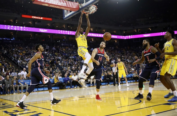 Golden State Warriors star Kevin Durant dunks the ball against the Washington Wizards