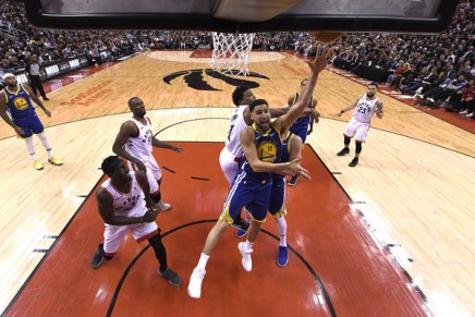Warriors strike even with the Raptors with a 109-104 win