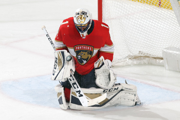 Former Florida Panthers goaltender Roberto Luongo makes a save against the Edmonton Oilers