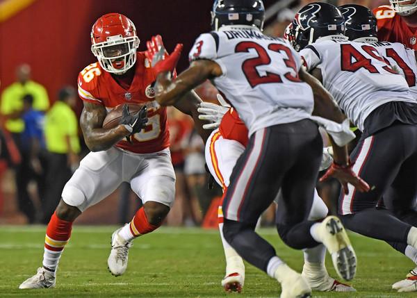 Kansas City Chiefs running back Damien Williams rushing the ball against the Houston Texans