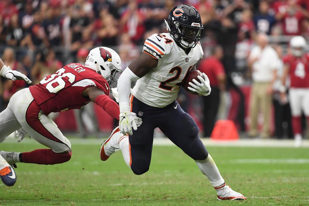 Former Chicago Bears running back Jordan Howard rushes the ball against the Arizona Cardinals