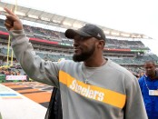Pittsburgh Steelers head coach Mike Tomlin celebrates as he walks off the field following a win against the Cincinnati Bengals