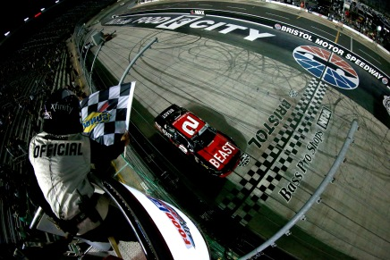 Reddick comes from dead-last to win Food City300