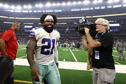 Cowboys re-sign Ezekiel Elliott through2026