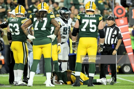 Packers' Jamaal Williams transported to local hospital after hit byBarnett