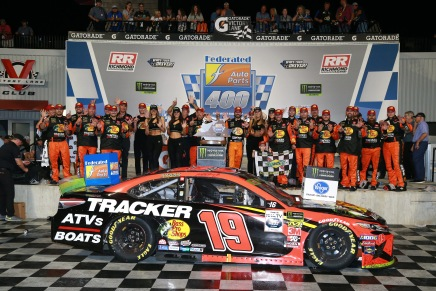 Truex Jr. wins 2019 Federated Auto Parts 400